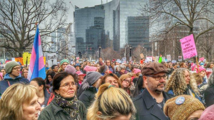 Women's March Toronto big crowd
